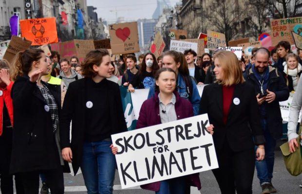 """Clima, la ragazzina che sfida i politici: """"Siete degli irresponsabili"""""""