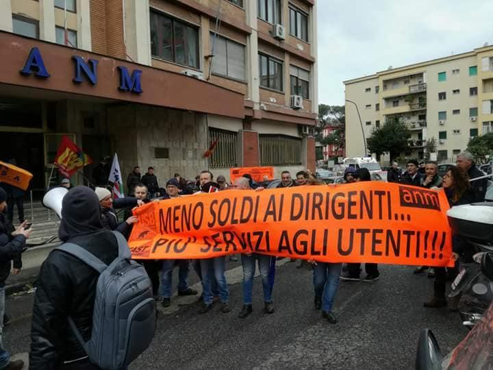 """Napoli, Usb attacca il sindaco de Magistris: """"Svolta autoritaria. Democrazia espulsa da Palazzo San Giacomo"""""""