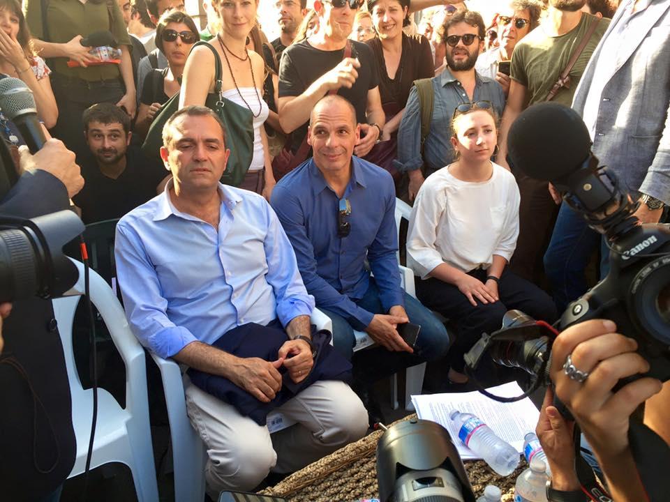 Elezioni europee, volano stracci tra de Magistris e Varoufakis