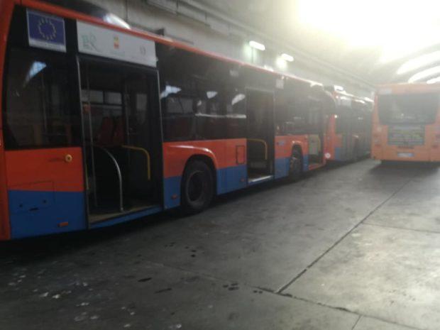 """Anm, 28 bus rotti e fermi a pochi mesi dall'arrivo: """"Aspettano l'intervento in garanzia"""""""