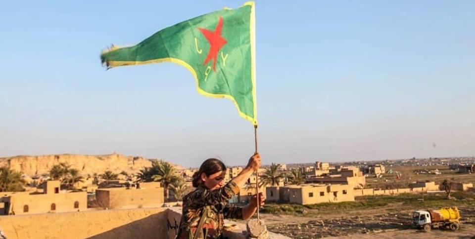 Sventola la bandiera con la stella rossa, sconfitta definitiva dell'Isis