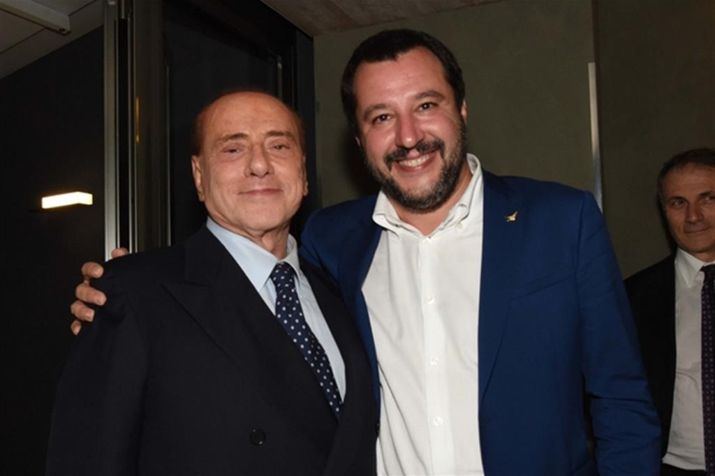 Salvini vuole la crisi di governo per tornare con Berlusconi e difendere la 'torta Tav'