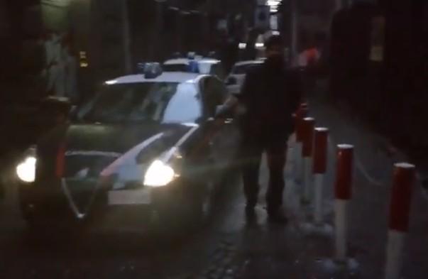Melito, Napoli: fugge all'alt dei carabinieri e si scontra con auto durante inseguimento, cinque feriti