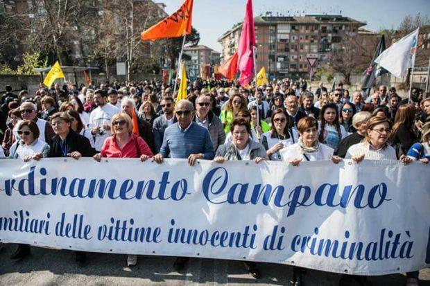 """Napoli, familiari vittime camorra: """"Indignati, feriti da quel matrimonio in piazza Plebiscito"""""""