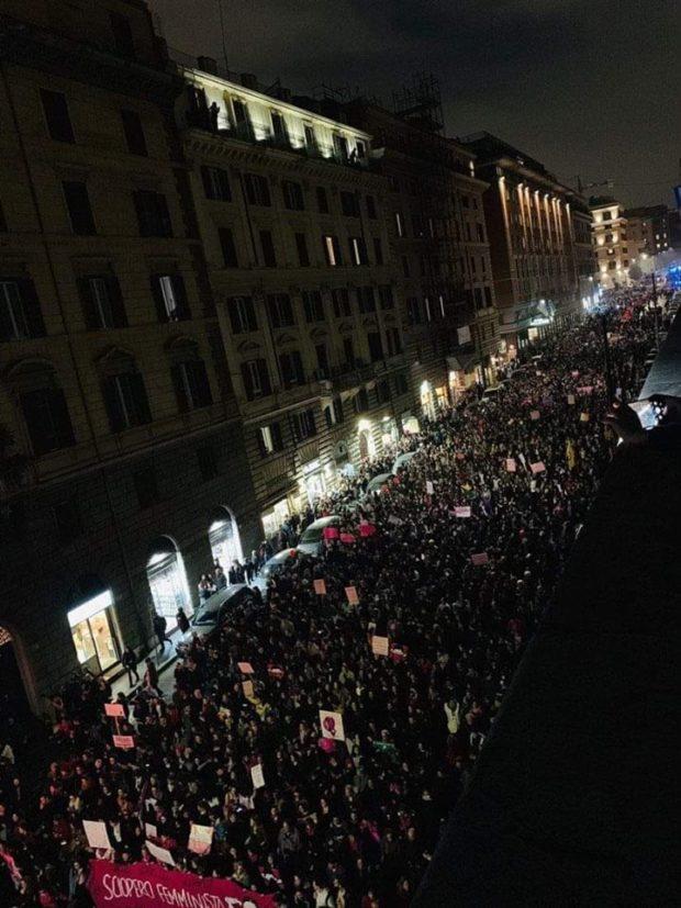"""Roma, 50 mila donne in piazza: """"Se ci fermiamo noi si ferma il mondo"""""""