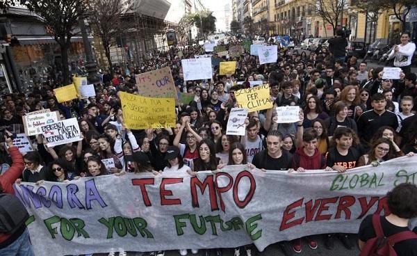 Global Strike for Future, in migliaia sfilano a Napoli e in Campania