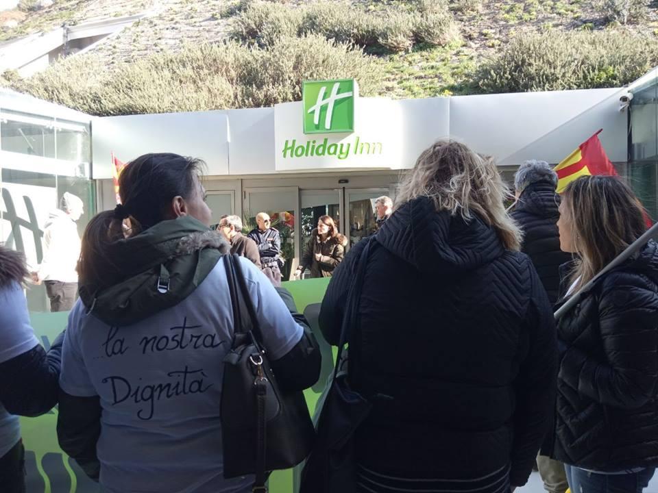 Nola, licenziamenti per rappresaglia e diritti violati all'Holiday Inn