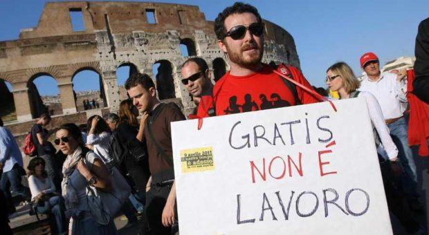 In Italia 500 mila falsi tirocini e finti stage. Lo sfruttamento dei giovani ignorato dal governo
