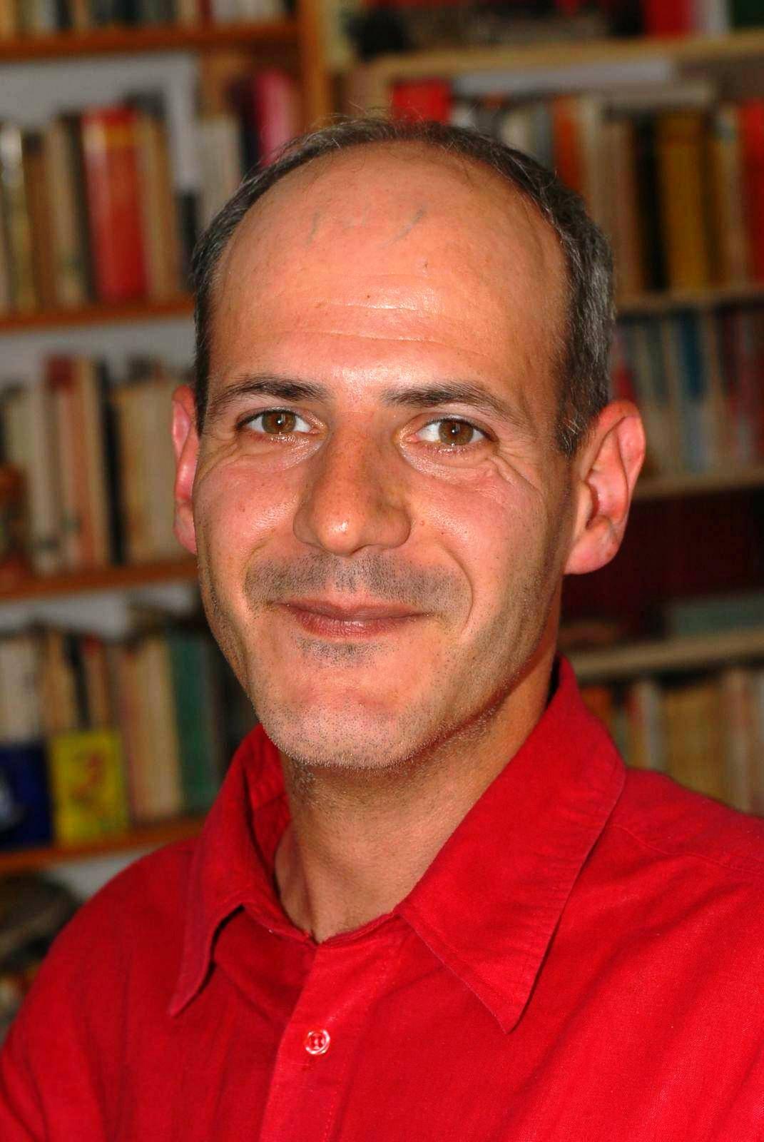 Il Liceo Tasso dedica un'aula ad un suo ex alunno divenuto poeta e scrittore