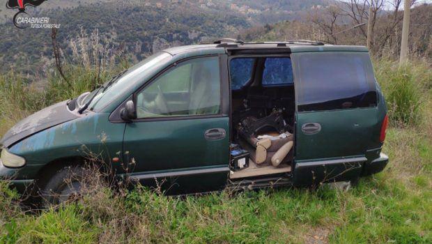 Macchine abbandonate nei boschi, multe per i proprietari