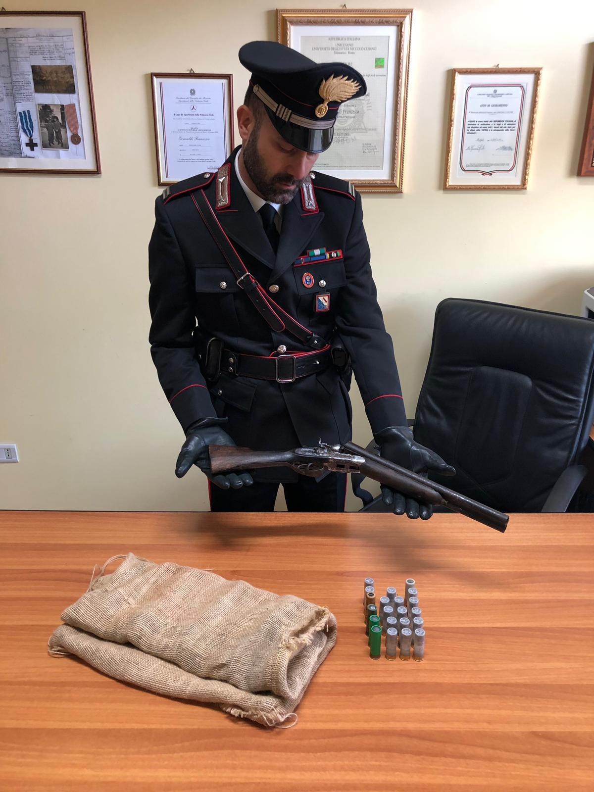 Fucile modificato e munizioni: arrestato operaio di Montecorvino Rovella