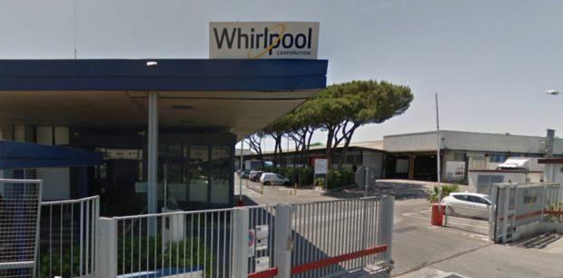 Napoli, la multinazionale Whirpool vende lo stabilimento: a rischio 420 posti di lavoro