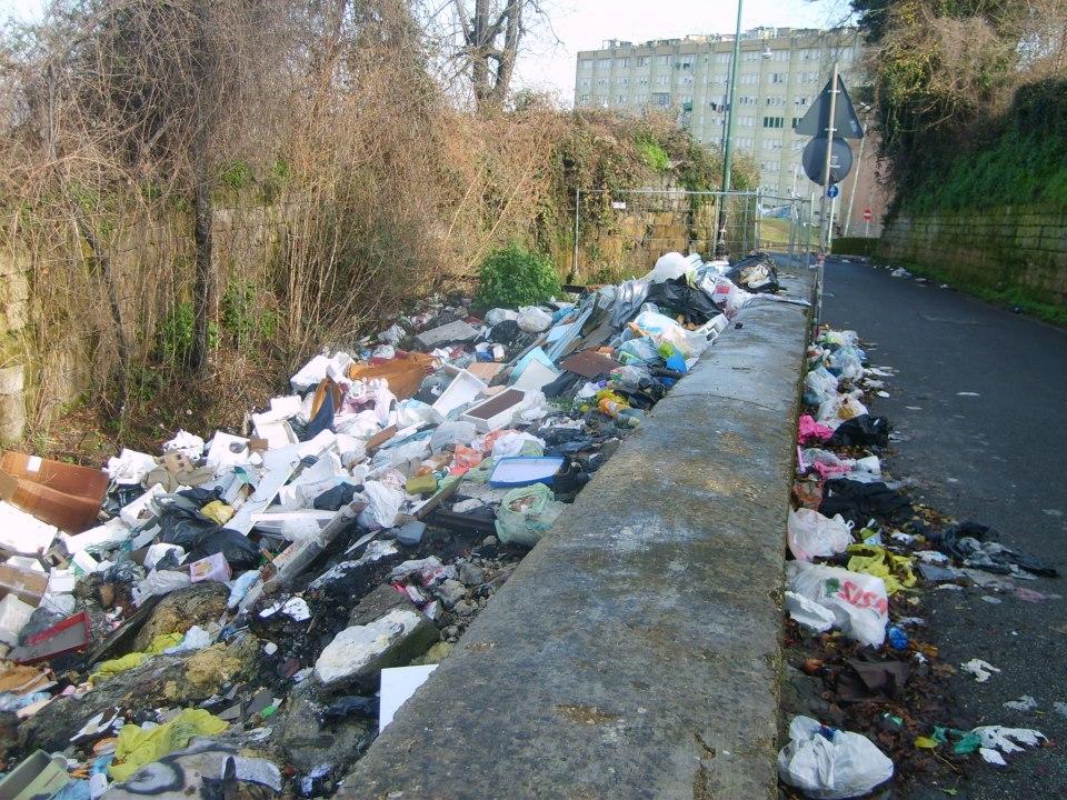 Chiaiano, Napoli: la mega discarica di via Margherita è una bomba ecologica