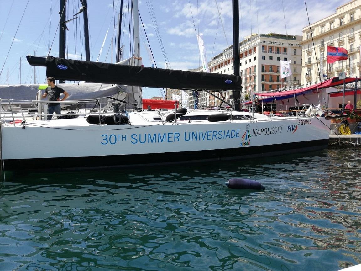 Alla Rolex Capri Sailing Week una vela con il logo di Napoli 2019