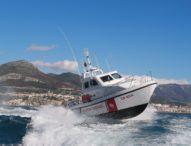 Salerno, litorale Pastena: catamarano in difficoltà, guardia costiera salva otto persone