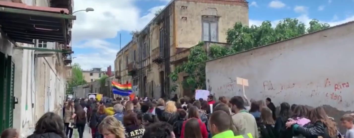 Napoli, San Giovanni a Teduccio: 1500 persone in marcia contro l'abbandono del quartiere