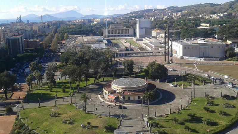 Napoli, Piazzale Tecchio: Scippato un atleta del Congo, che vergogna!