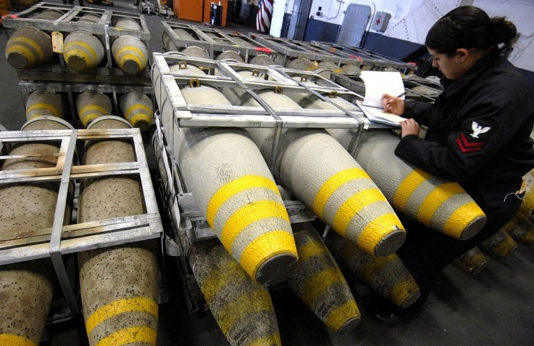Stop esportazioni bombe in Arabia Saudita: passa mozione M5S, il Pd si astiene