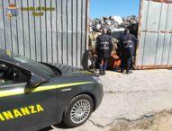 Napoli, blitz guardia di finanza: scoperti 1600 tonnellate di rifiuti e 26 lavoratori in nero