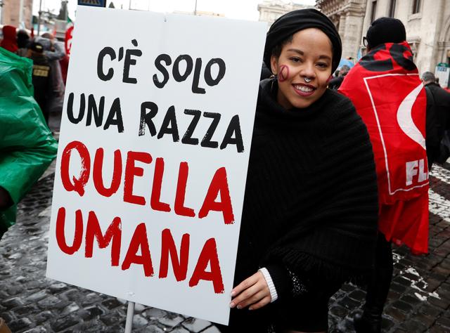 """Facebook rimuove alcuni post dalla pagina della  Lega-Salvini: """"Incitano all'odio"""""""