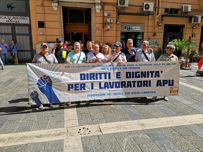 """Apu Campania, rabbia in piazza: """"Noi precari creati dalla politica, ci diano risposte"""""""