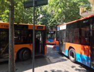 Napoli, furgone in sosta vietata: paralisi traffico al Vomero, 4 autobus fermi un'ora