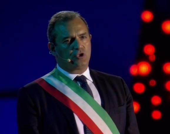 """De Magistris: """"Salvini alimenta conflitti per fare l'uomo forte e avere poteri speciali"""""""