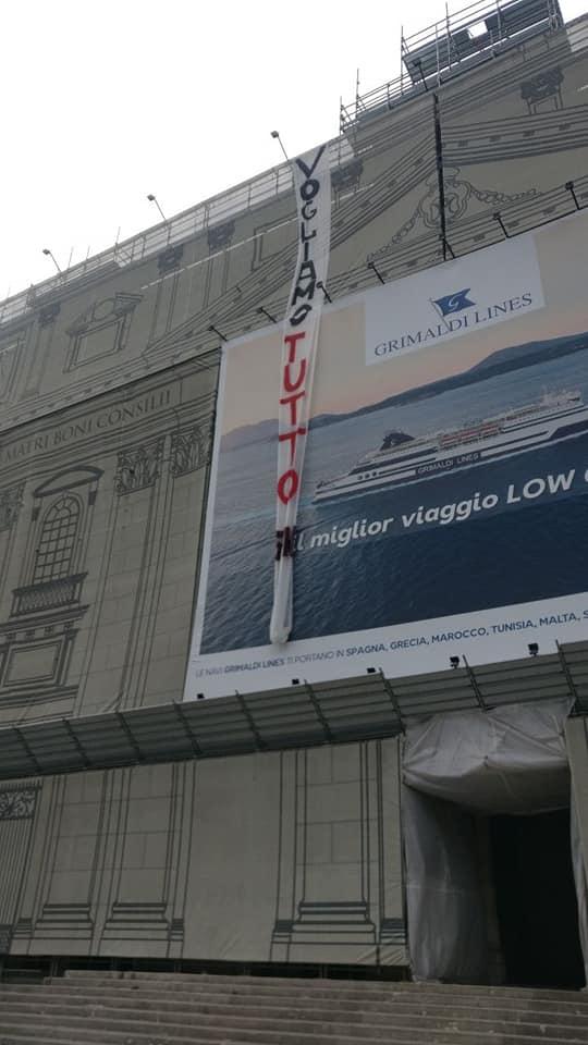 """Napoli,  disoccupati occupano il tetto di una chiesa: """"vogliamo tutto"""""""