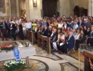 In migliaia per l'addio a Luciano De Crescenzo: la camorra lo minacciò per Bellavista
