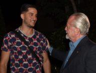 Napoli, Manolas firma per cinque anni e arriva in ritiro