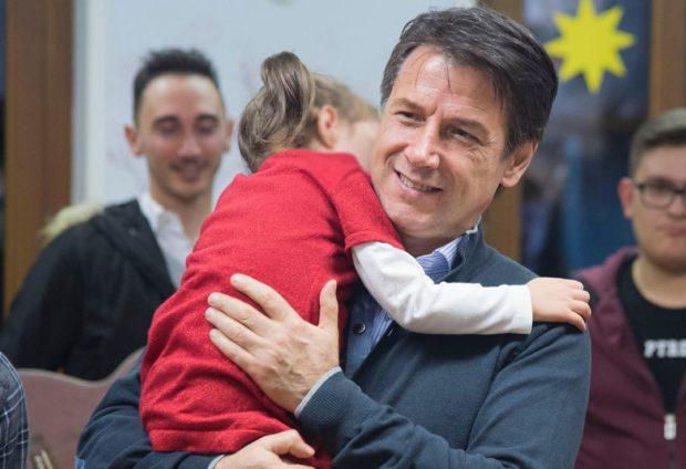 """Coronavirus, Conte zittisce i 'governatori sceriffo': """"bambini possono andare  a fare la spesa con un genitore"""""""