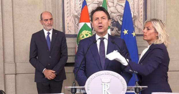 """Conferenza stampa notturna di Conte: """"Ce la faremo"""""""