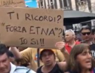 """Salvini a Catania: """"Abolirò il reddito di cittadinanza"""". I siciliani: """"venduto"""", """"traditore"""""""