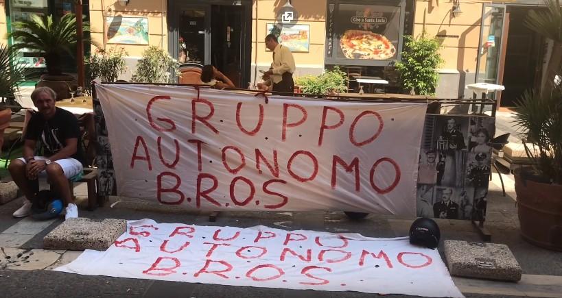 """De Luca promette fondi per collocarli, precari Bros in piazza: """"Ci dia una data"""""""