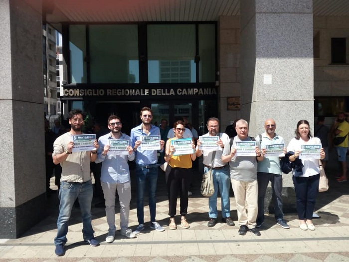 """Navigator campani, sit-in al consiglio regionale: """"Bloccati senza risposta ufficiale"""""""