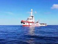 Open Arms, la procura ordina di evacuare i migranti e sequestrare la nave