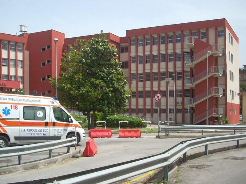 Ospedale di Scafati, Salerno: cadavere in obitorio ricoperto di formiche