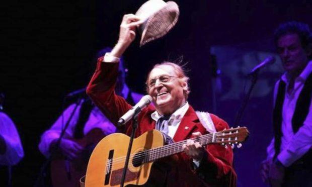 Renzo Arbore in concerto a Salerno nel giorno di San Matteo