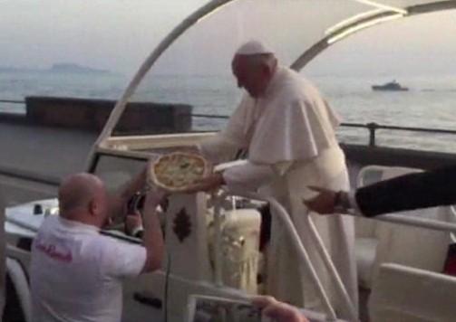 """Accusato di truffare anziani: arrestato Cacialli, """"il pizzaiolo del Papa"""" a Napoli"""