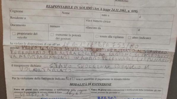Foggia, portano latte caldo ai senzatetto in stazione: multati dalla polizia!