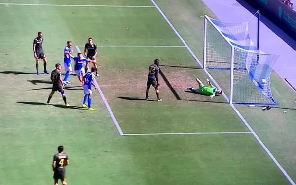 Il Napoli torna a vincere, ma quanto soffre col Brescia