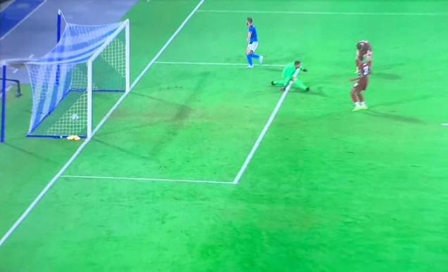 San Paolo stregato per il Liverpool, delirio Napoli con Mertens-Llorente