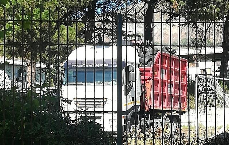 Napoli, via alla rimozione dei copertoni al Parco Costantino di Soccavo