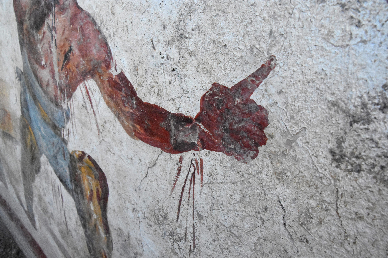 Pompei, torna alla luce l'affresco dei gladiatori