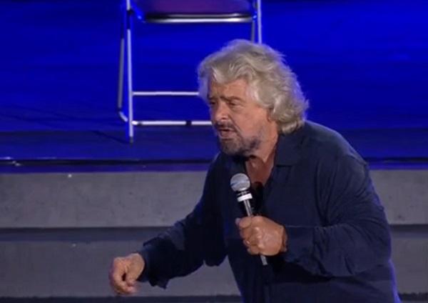 """Italia 5 stelle, Grillo show: """"Noi cambiati, ma vaffa a chi non vuole voto a 16enni"""""""