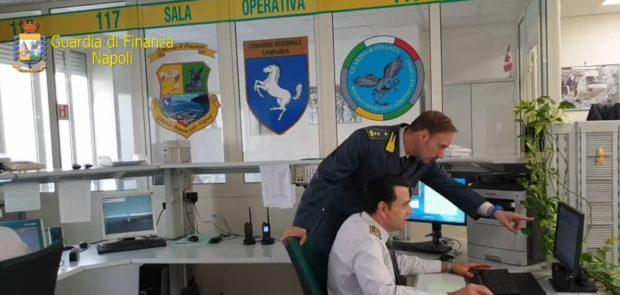 Melito di Napoli, blitz fiamme gialle: sequestrata fabbrica profumi contraffatti