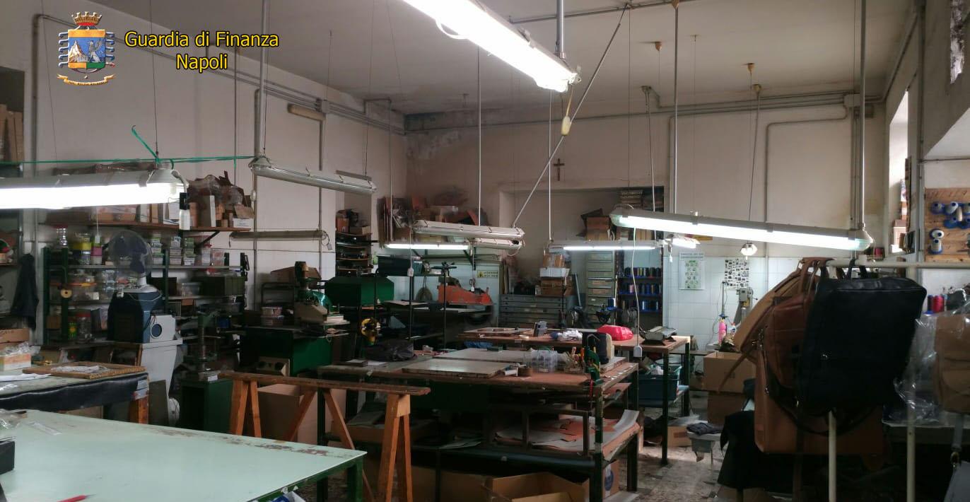 Napoli, sequestrata pelletteria: smaltimento irregolare e lavoratori in nero