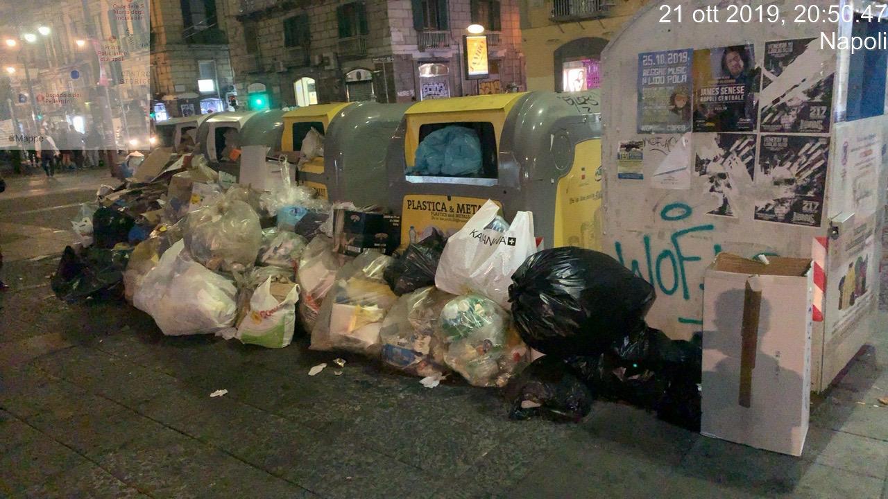 Conferimento irregolare di rifiuti, a Napoli zero multe nel 2018