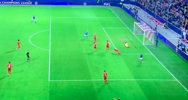 Mertens supera Diego, il Napoli sbanca Salisburgo