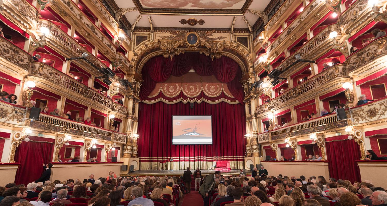 Napoli, Teatro: 'Le cinque rose di Jennifer' apre al Bellini